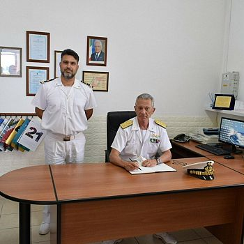 /images/0/3/03-capitaneria-di-porto--visita-del-com--pettorino-a-san-vito-e-castellammare-05.jpg