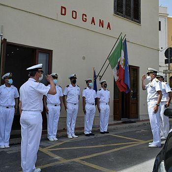 /images/0/7/07-capitaneria-di-porto--visita-del-com--pettorino-a-san-vito-e-castellammare-01.jpg