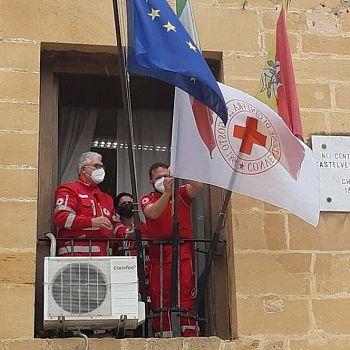 /images/5/8/58-croce-rossa-bandiera-comune-j2.jpg